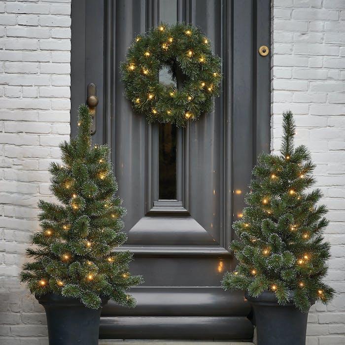 2 kerstboompjes krans met led verlichting
